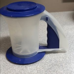 Tupperware flour sifter blue and white